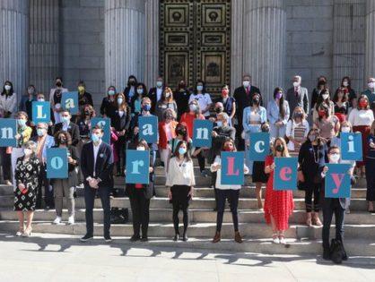 España aprueba su primera ley integral para proteger a los niños frente a la violencia